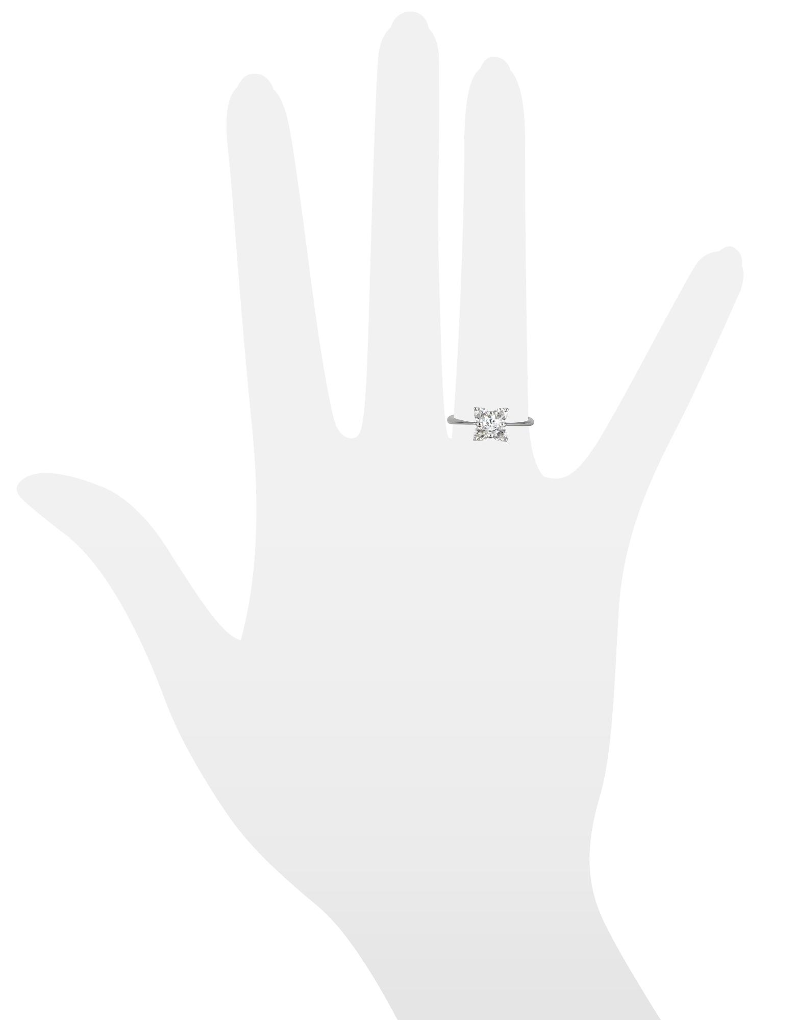 Фото Кольцо из Белого Золота 18 карат с Цветком-Бриллиантом. Купить с доставкой