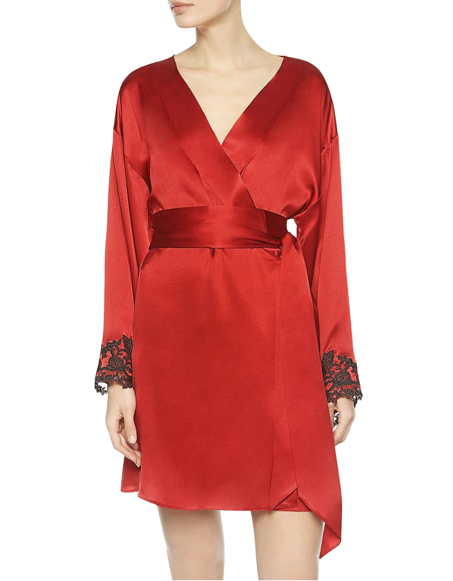 Maison - Robe de Chambre Courte en Satin de Soie Rouge avec Dentelle Brodée. Maison - robe de chambre courte en satin de soie rouge avec dentel