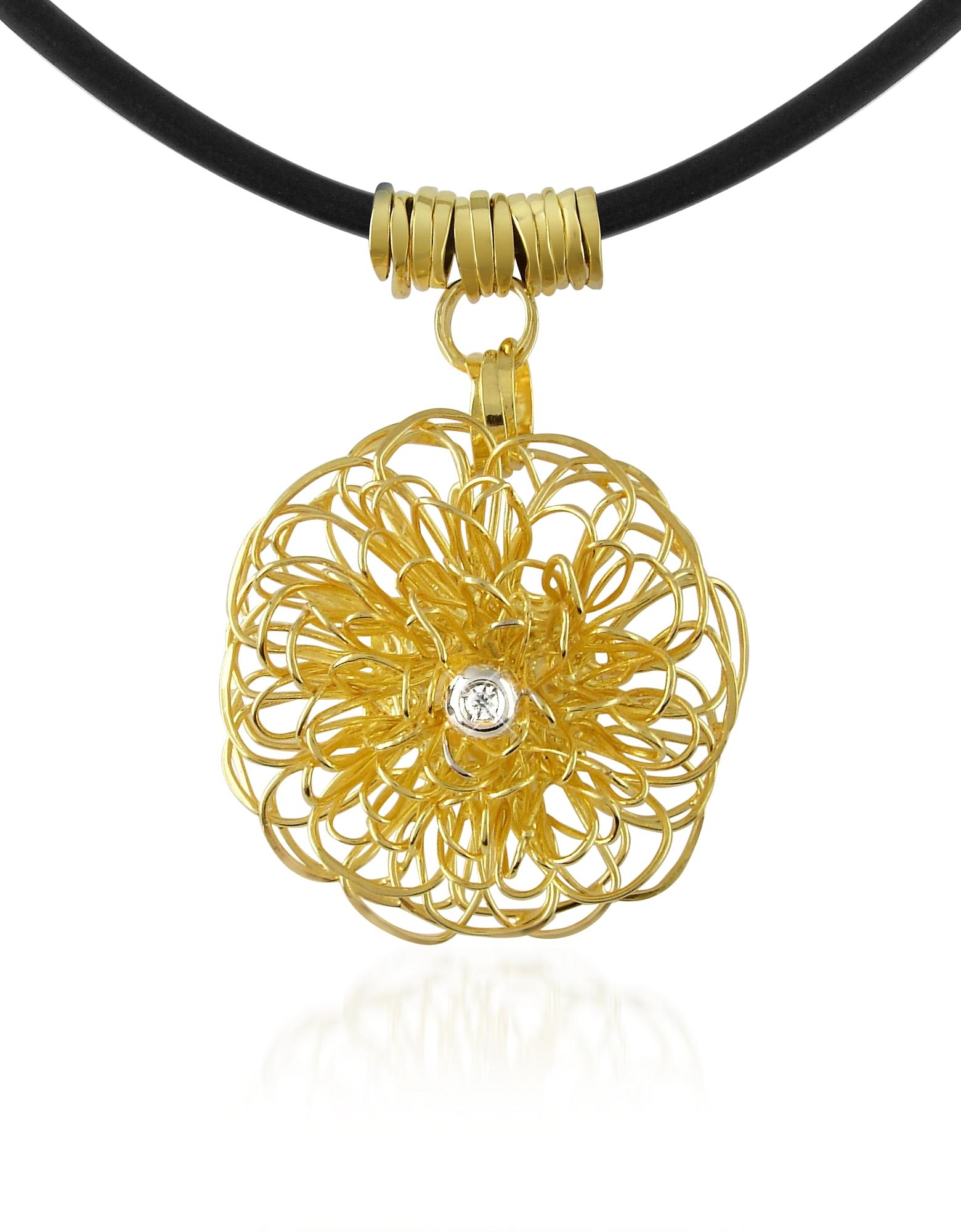 Collana con pendente in oro giallo 18ct e diamante centrale.