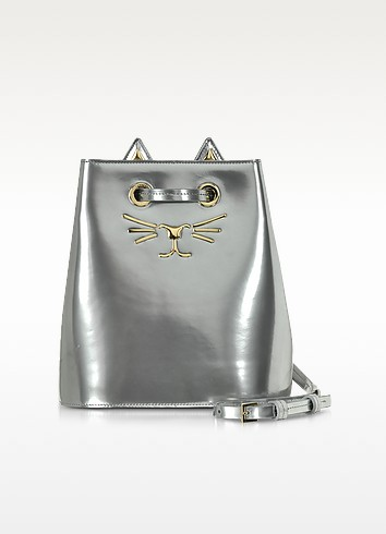Feline Bucket Handtasche aus metallischem Leder in silber - Charlotte Olympia